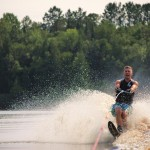 Tom Waterskiing 054