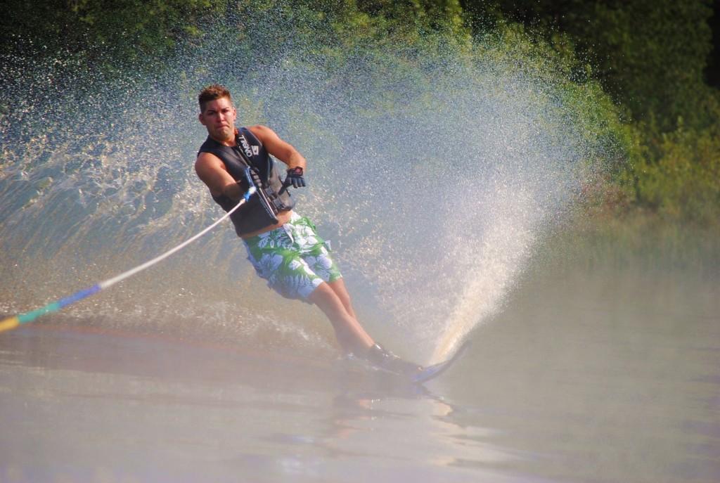Tom Waterskiing 069