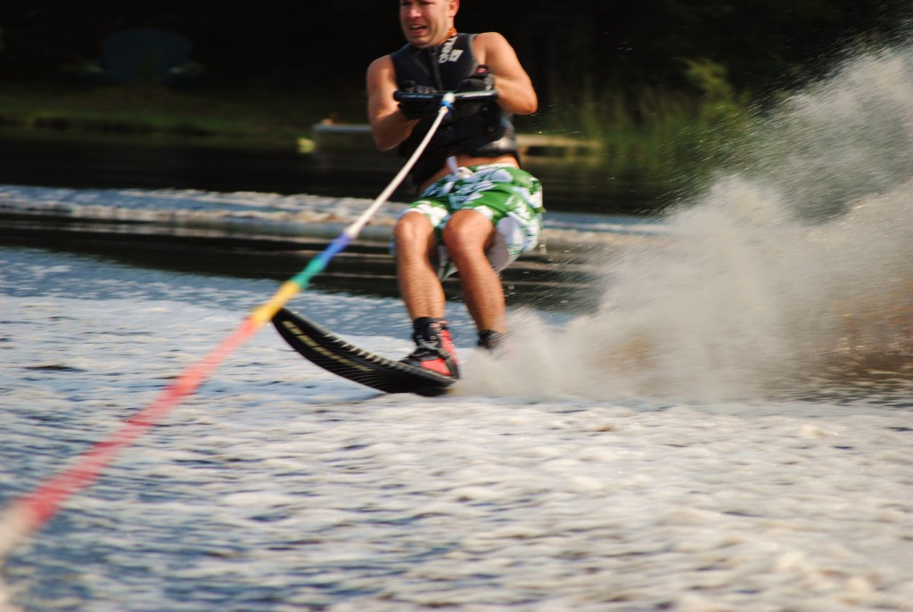 Tom Waterskiing 070